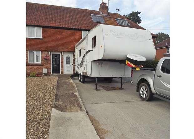 3 Bedrooms Terraced House for sale in Lingfield Road, Edenbridge, Kent