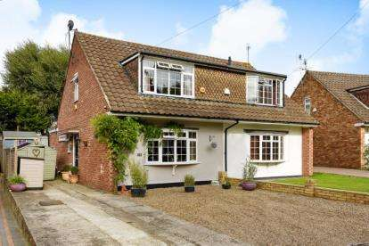 3 Bedrooms Semi Detached House for sale in Winton Road, Orpington