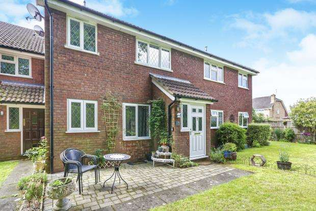 1 Bedroom Maisonette Flat for sale in Lightwater, Surrey