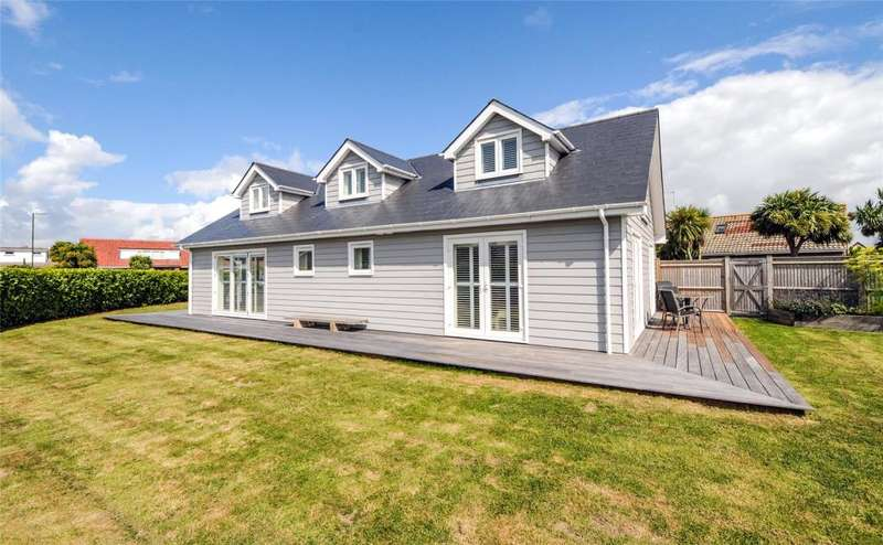 4 Bedrooms Detached House for sale in Southcote Avenue, West Wittering, Chichester, West Sussex, PO20