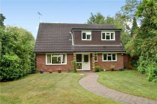 3 Bedrooms Detached House for sale in Wiltshire Avenue, Crowthorne, Berkshire