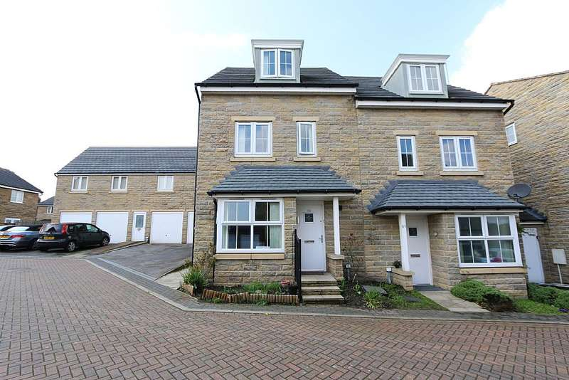 4 Bedrooms Town House for sale in Highfield Chase, Dewsbury, West Yorkshire, WF13
