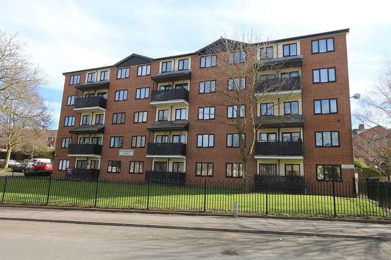 3 Bedrooms Maisonette Flat for sale in Flat 11, Henderson Court, Queensway, Oldbury, West Midlands, B68 0JR