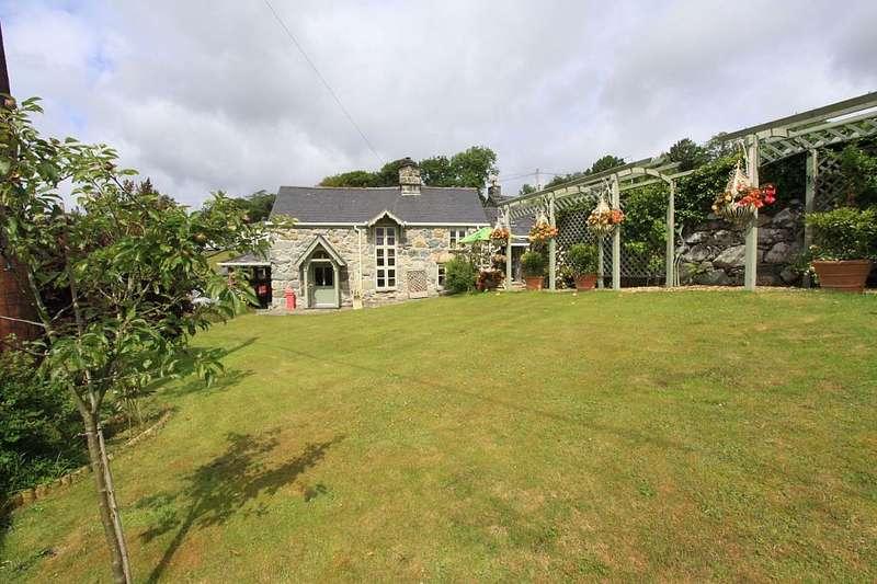 2 Bedrooms Detached House for sale in Llanfachreth, Dolgellau, Gwynedd, LL40 2EF