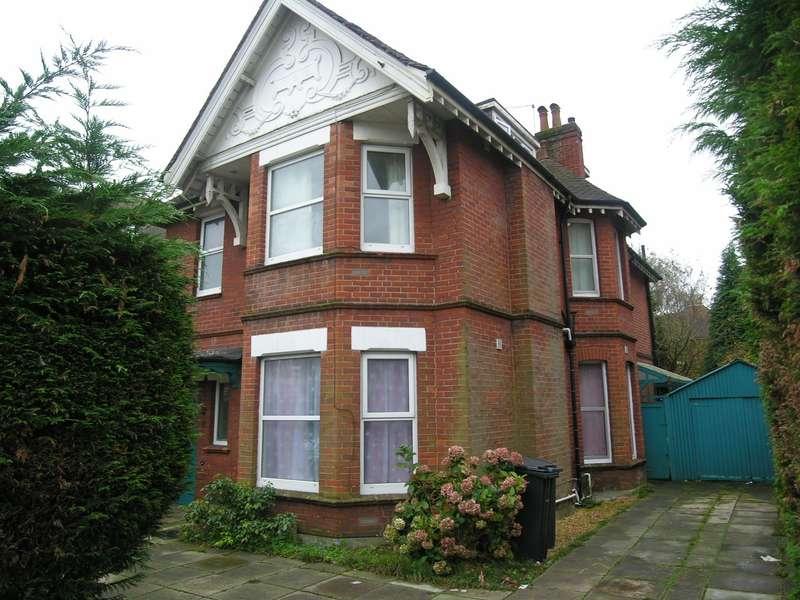 8 Bedrooms House for rent in 8 bedroom Detached House in Winton