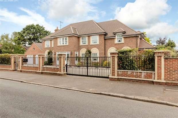 5 Bedrooms Detached House for sale in Sylvan Avenue, Hornchurch, Essex