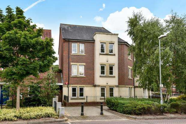 2 Bedrooms Flat for sale in Bracknell, Berkshire