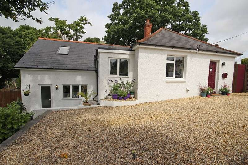 3 Bedrooms Detached House for sale in Manor Road, New Milton