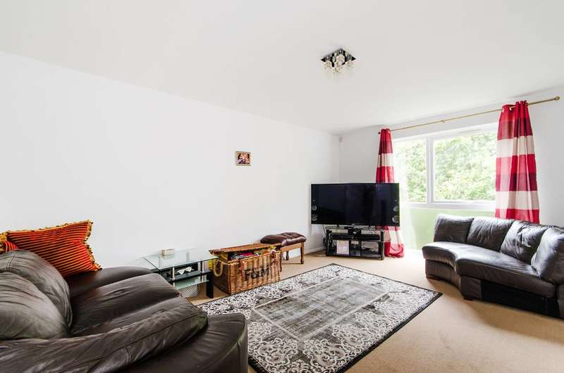 2 Bedrooms Flat for sale in Cranston Close, Ickenham, UB10