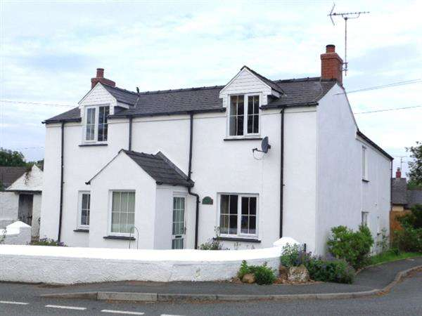 4 Bedrooms Detached House for sale in Knightson Lake Farmhouse, New Hedges, Nr. Tenby