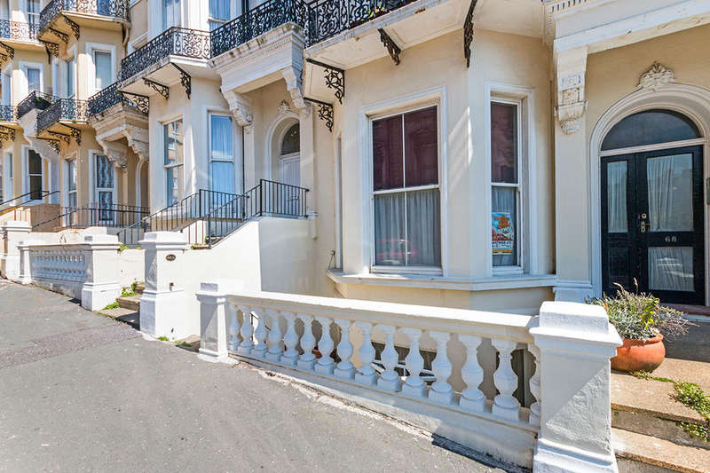 2 Bedrooms Flat for sale in Warrior Square, St. Leonards-On-Sea, TN37