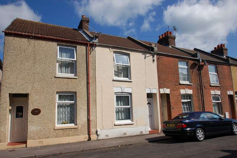 2 Bedrooms Terraced House for sale in Cobden Street, GOSPORT