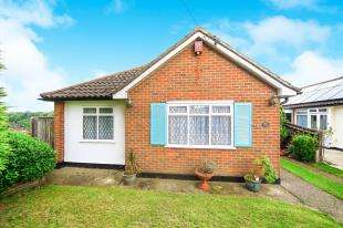 2 Bedrooms Bungalow for sale in Borrowdale Drive, Sanderstead, South Croydon, .