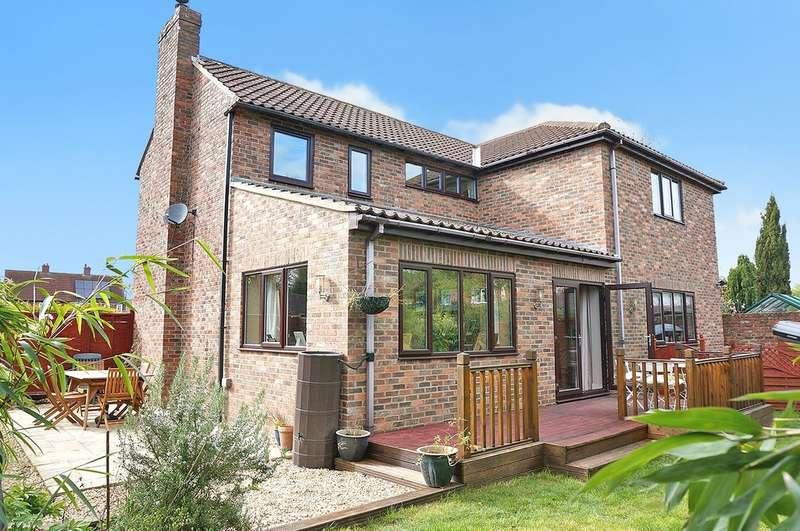 4 Bedrooms Detached House for sale in Chapel Close, Bickerton, LS22