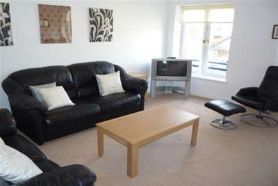2 Bedrooms Flat for rent in Turnbull Street, G1
