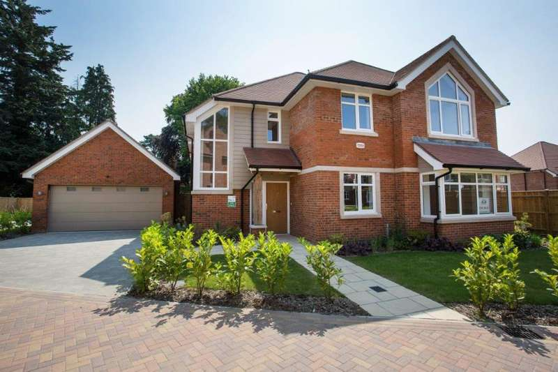 4 Bedrooms Detached House for sale in The Dormy, Ferndown