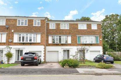 4 Bedrooms Terraced House for sale in Reynard Close, Bromley