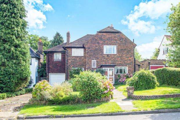 4 Bedrooms Detached House for sale in Banstead, Surrey
