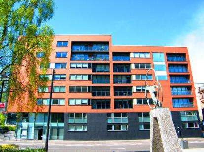 2 Bedrooms Flat for sale in McPhater Street, Glasgow
