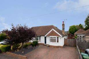 3 Bedrooms Bungalow for sale in Greentrees Avenue, Tonbridge