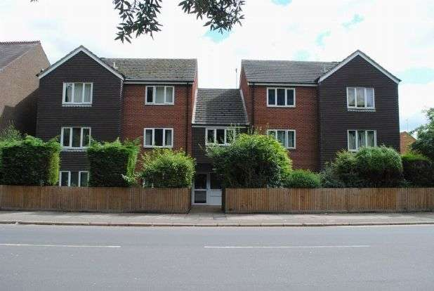3 Bedrooms Flat for sale in Queens Park Parade, Queens Park, Northampton NN2 6LR
