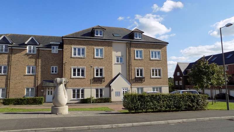 2 Bedrooms Ground Flat for sale in Allington Close, Farnham, GU9