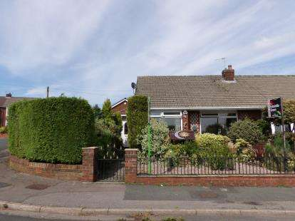 2 Bedrooms Bungalow for sale in Meads Grove, Farnworth, Bolton, Greater Manchester, BL4