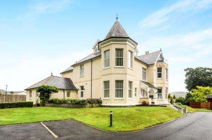 2 Bedrooms Flat for sale in Plas Meirion, Trefriw, Conwy, North Wales, LL27