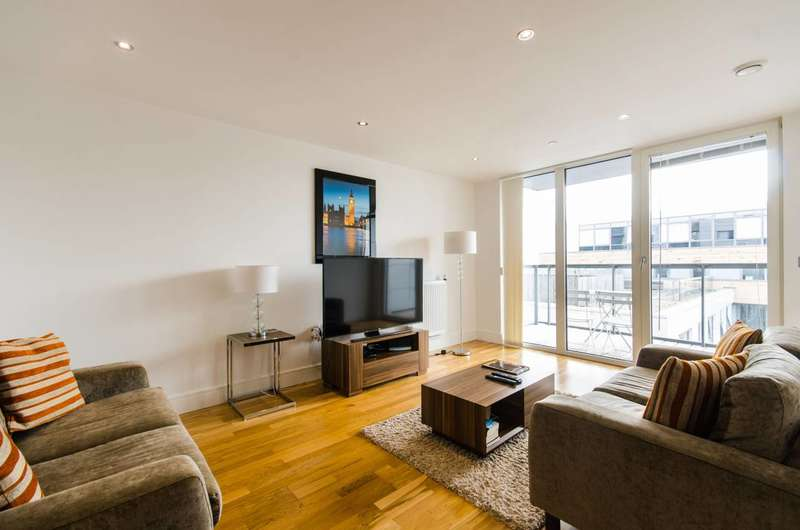 2 Bedrooms Flat for sale in Dowells Street, Greenwich, SE10