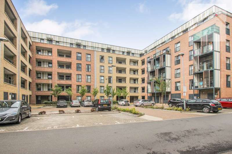 1 Bedroom Flat for sale in Wave Court, Maxwell Road, Romford - LOCATION LOCATION LOCATION