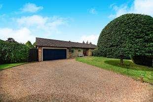 4 Bedrooms Bungalow for sale in Uplands Road, Kenley, Surrey