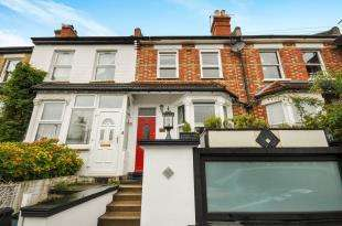 3 Bedrooms Terraced House for sale in Churchill Road, South Croydon, .