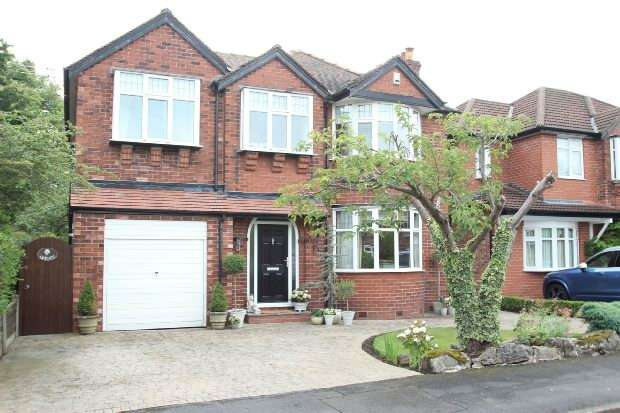 4 Bedrooms Detached House for sale in Mosley Road, Timperley
