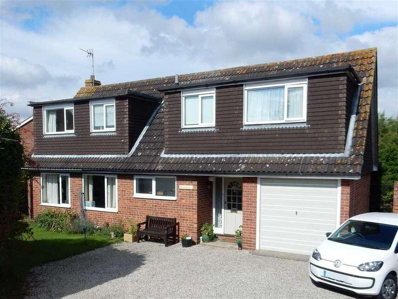 4 Bedrooms Detached House for sale in Rivendell, Heycroft Way, Great Baddow, Chelmsford