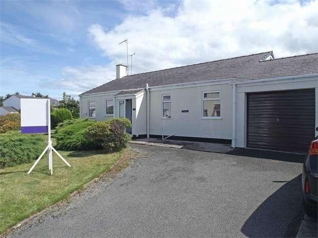 3 Bedrooms Detached Bungalow for sale in Tyn Y Mur Estate, Morfa Nefyn, Pwllheli, Gwynedd