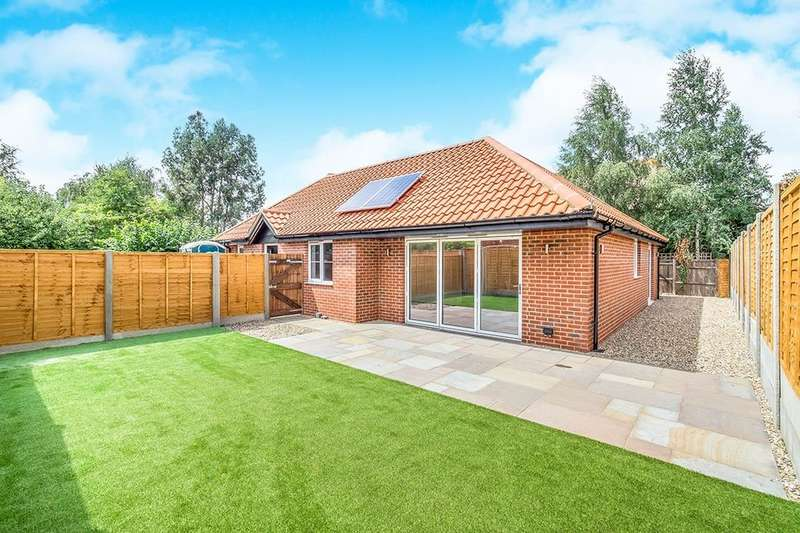 3 Bedrooms Bungalow for sale in Station Road, Rainham, Gillingham, ME8