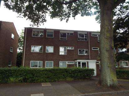 2 Bedrooms Flat for sale in South Grove, Erdington, Birmingham, West Midlands