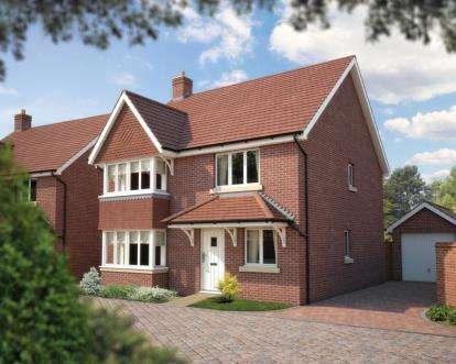 4 Bedrooms Detached House for sale in Bridge Road, Bursledon