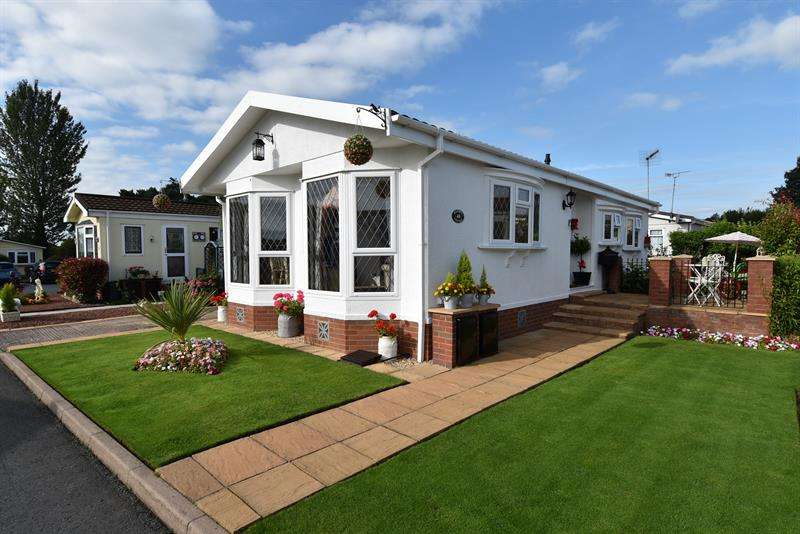 2 Bedrooms Park Home Mobile Home for sale in Doverdale Park Homes, Droitwich