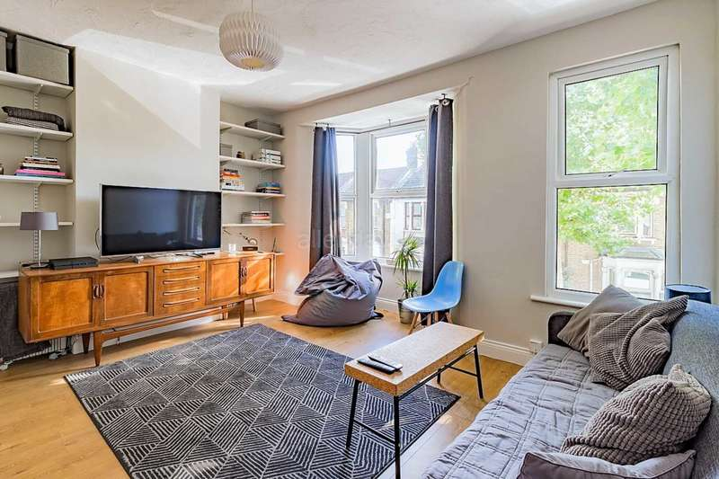 2 Bedrooms Flat for sale in Steele Road Leytonstone, London