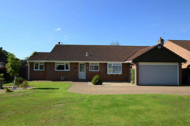 3 Bedrooms Detached Bungalow for sale in Wells Close, Exmouth, Devon