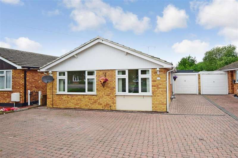 4 Bedrooms Detached Bungalow for sale in Toppesfield Avenue, Wickford, Essex