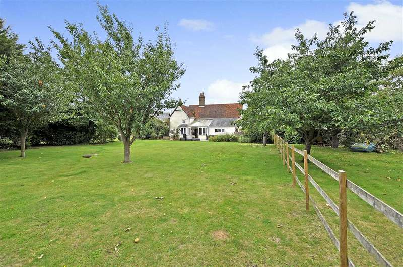 4 Bedrooms Detached House for sale in Green End Farm, Chelmsford Road, North End