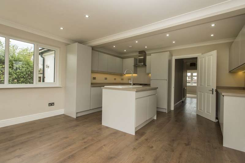 3 Bedrooms Bungalow for sale in Friar Road, Orpington, Kent, BR5