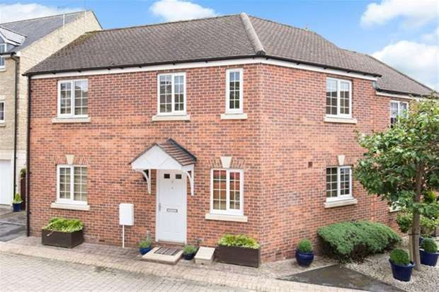 3 Bedrooms Semi Detached House for sale in Giles Hollow