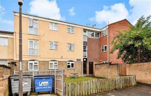 2 Bedrooms Apartment Flat for sale in Pevensey Road, Slough