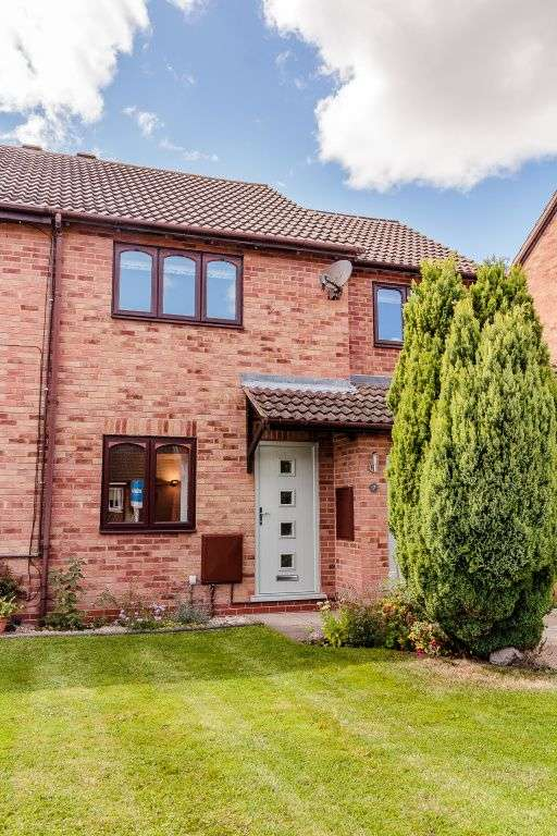 3 Bedrooms Semi Detached House for sale in Rufford Close, Alcester, B49 6EE
