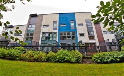 3 Bedrooms Town House for sale in Shuna Crescent, Glasgow