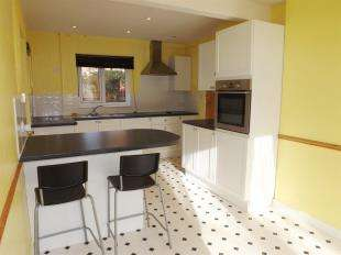 2 Bedrooms Semi Detached House for sale in The Martlets, Lewes, East Sussex