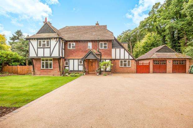 5 Bedrooms Detached House for sale in Ottershaw, Surrey